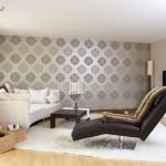 Malermeister Jens Meyer: Wohnzimmer mit gemusterter Retro-Tapete in beige-braun